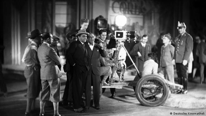 filming in 1929, actos, cameras (Deutsche Kinemathek)