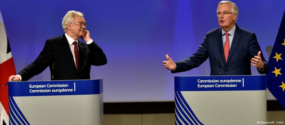 Em coletiva, Davis e Barnier apresentaram resultado de semana de negociação do Brexit