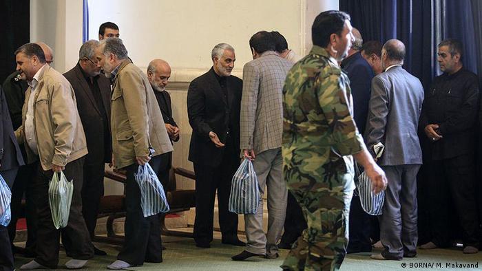 قاسم سلیمانی در ۳ ژانویه ۲۰۲۰/۱۳ دی ۱۳۹۸ در نزدیکی فرودگاه بغداد در حمله راکتی بالگردهای آمریکایی کشته شد