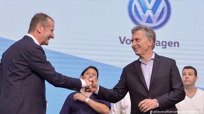 Argentinien Mauricio Macri und VW-Markenchef Herbert Diess (picture-alliance/telam/Presidencia)