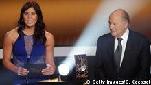 Schweiz Zürich FIFA Ballon d'Or Gala 2012 Hope Solo und Sepp Blatter