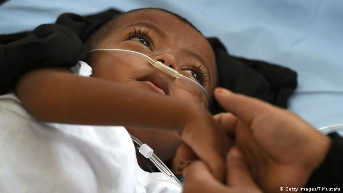 Kind Lungenentzündung Bangladesch (Getty Images/T.Mustafa)