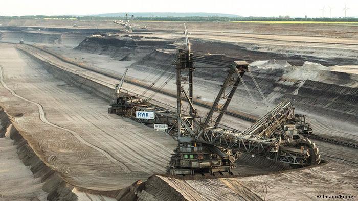 Роторный экскаватор в угольном карьере