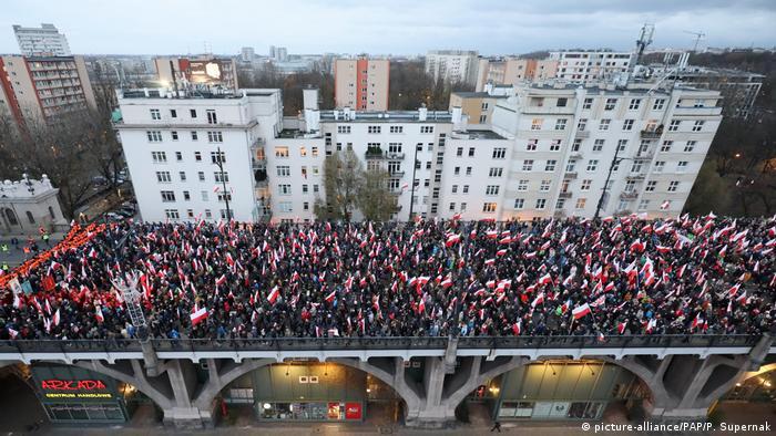 Marșul naționalist desfășurat pe 11 noiembrie 2017 sub motto-ul Îl vrem pe Dumnezeu (picture-alliance/PAP/P. Supernak)