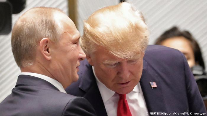 Владимир Путин и Дональд Трамп на саммите АТЭС во Вьетнаме, июль 2017 года