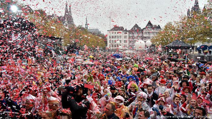 Deutschland | Beginn der Karnevalssession 2017/2018 | Köln (picture-alliance/dpa/H. Galuschka)