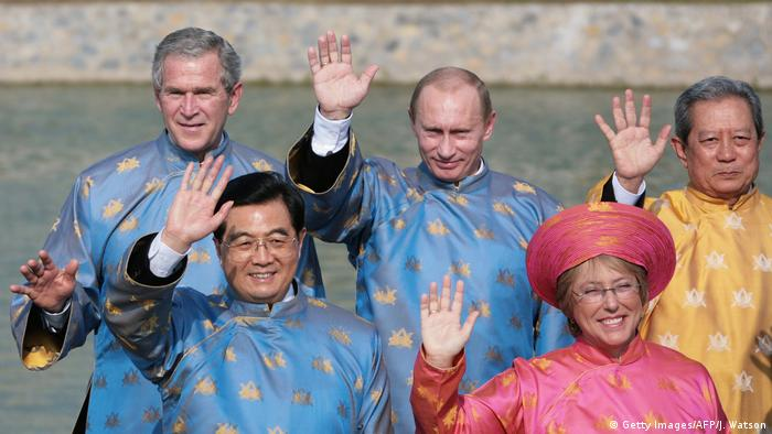 George W. Bush, Vladimir Putin, Hu Jintao, Michelle Bachelet und Surayud Chulanont at APEC 2006 (Getty Images/AFP/J. Watson)