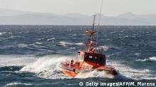 Symbolbild   Schiff der spanischen Küstenwache, das zur Rettung von Flüchtlingen eingesetzt wird