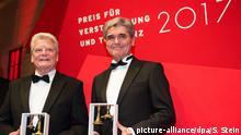 Deutschland Joachim Gauck und Joe Kaeser in Berlin