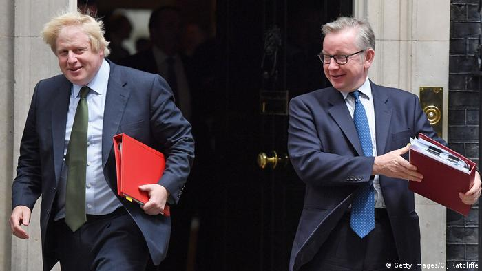 Boris Johnson und Michael Gove London verlassen beschwingt Downing Street No. 10 (Foto: Getty Images)