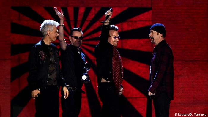 UK MTV Europe Music Awards 2017 | U2 (Reuters/D. Martinez)