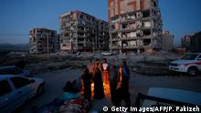 13.11.2017+++ Residents huddle by a fire in an open area following a 7.3-magnitude earthquake at Sarpol-e Zahab in Iran's Kermanshah province on November 13, 2017. At least 164 people were killed and 1,600 more injured when a 7.3-magnitude earthquake shook the mountainous Iran-Iraq border triggering landslides that were hindering rescue efforts, officials said. / AFP PHOTO / ISNA / POURIA PAKIZEH (Photo credit should read POURIA PAKIZEH/AFP/Getty Images)