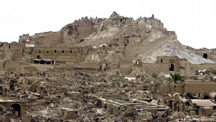Erdbeben zerstört iranische Stadt Bam (picture-alliance/dpa)