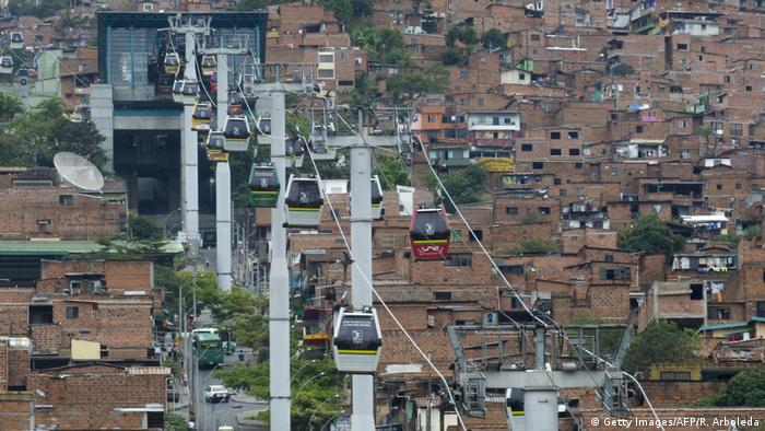 Kolumbien Seilbahn in Medellin (Getty Images/AFP/R. Arboleda)