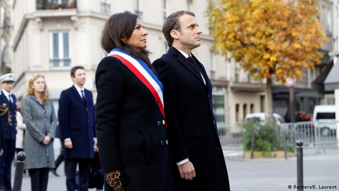 Frankreich zweiter Jahrestag der Anschläge in Paris Macron und Hidalgo (Reuters/E. Laurent)