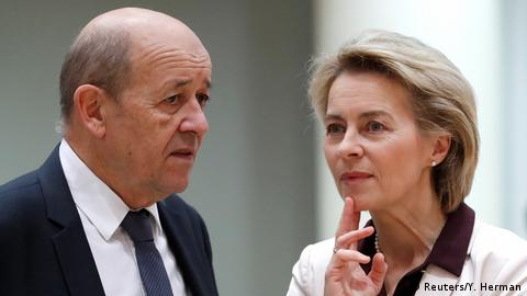 French Foreign Affairs Minister Jean-Yves Le Drian and German Defense Minister Ursula von der Leyen (Reuters/Y. Herman)