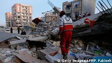 Iran Erdbeben Suchmannschaft (Getty Images/AFP/P. Pakizeh)