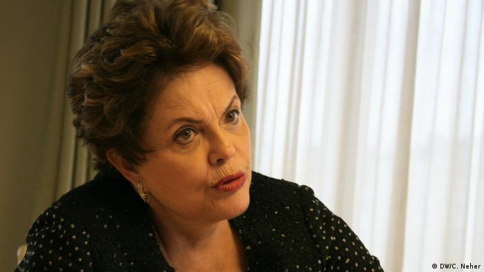 """Brasil: """"É preciso perdoar quem bateu panela"""", diz Dilma"""