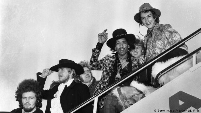 Jimi Hendriks and members of his band The Jimi Hendrix Experience leaving a plane (Getty Images/Keystone/J. Wilds)