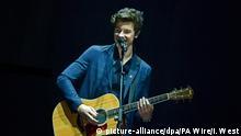 Der kanadische Sänger und Songwriter Shawn Mendes tritt am 12.11.2017 in London (Großbritannien) während der MTV Europe Music Awards 2017 auf. Foto: Ian West/PA Wire/dpa +++(c) dpa - Bildfunk+++  
