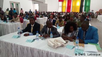 Mosambik Gemeindeversammlung Nampula (DW/S. Lutxeque)