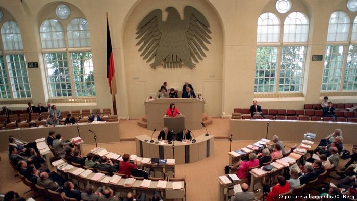 Bonn Bundesadler im Wasserwerk (picture-alliance/dpa/O. Berg)