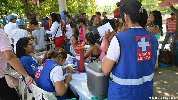 Colombian medics tend to refugees from Venezuela