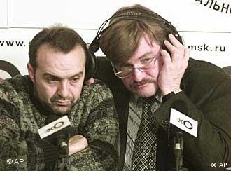 TV6 director Yevgeny Kiselyov, right, and satirist Viktor Shenderovich ponder their station's future