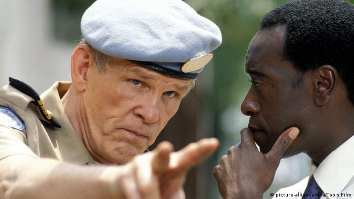 Film scene of Hotel Rwanda starring Nick Nolte as a UN official (picture-alliance/dpa/Tobis Film)