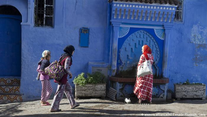 Marokko Blaue Stadt Chefchaouen (picture-alliance/All Canada Photos/K. Lang)