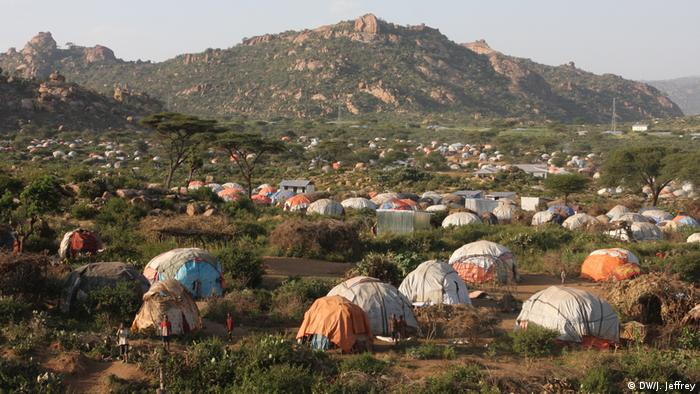 Hütten und Zelte von Binnenvertriebenen