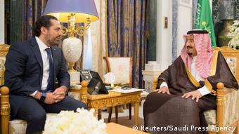 Mfalme wa Saudi Arabia Salman bin Abdulaziz Al Saud na waziri mkuu wa Lebanon Saad al-Hariri mjini Riadh (Reuters/Saudi Press Agency)