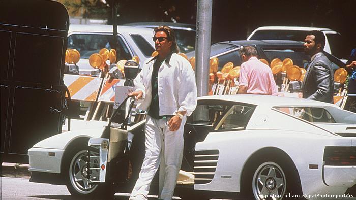 Кадр з серіалу Поліція Маямі з Доном Джонсоном та Ferrari Testarossa