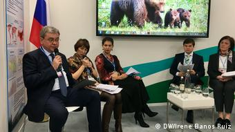 Russian ministry for Energy (left) with other climate experts (DW/Irene Banos Ruiz)