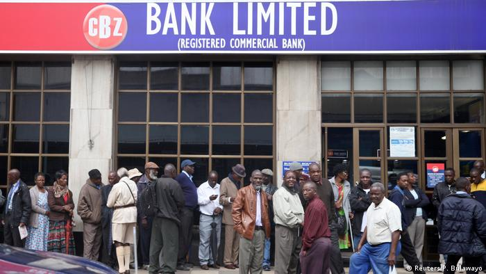 Long queues at a Harare bank