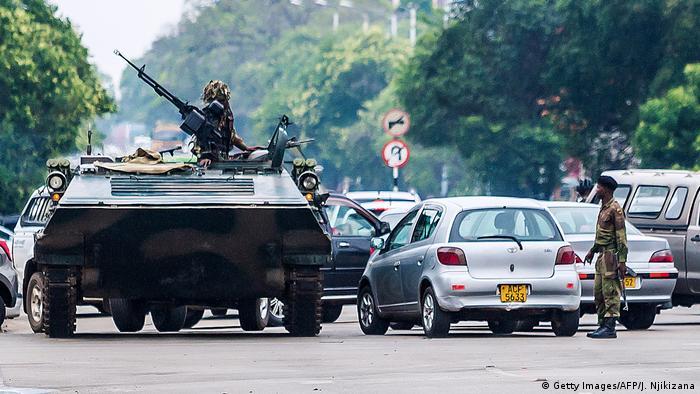 Simbabwe Krise Straßenszenen aus Harare (Getty Images/AFP/J. Njikizana)