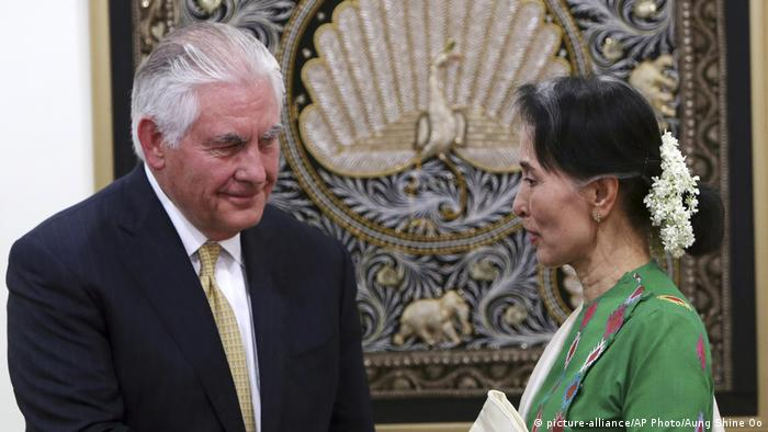 Myanmar Aung San Suu Kyi and Rex Tillerson meet in Myanmar (picture-alliance/AP Photo/Aung Shine Oo)