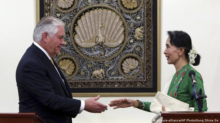 Myanmar Aung San Suu Kyi und Rex Tillerson (picture-alliance/AP Photo/Aung Shine Oo)
