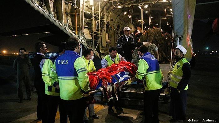 Eine Gruppe Verletzter wurde zur medizinischen Versorgung in die Hauptstadt überführt. (Tasnim/V.Ahmadi)
