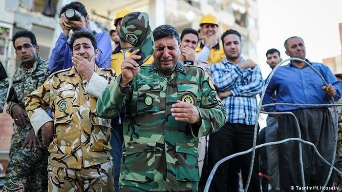 Unterstützung durch Armee im Erdbebengebiet (Tasnim/M.Hosseini )