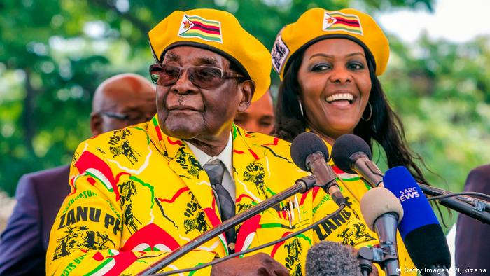 Robert Mugabe and Grace Mugabe (Getty Images/J.Njikizana)