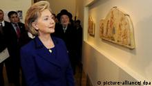 A handout photo provided by the US Embassy in Tel Aviv, of U.S. Secretary of State Hillary Clinton visiting the new Bruno Schulz display, Wall Painting under Coercion, in the Holocaust Art Museum, 03 March 2009. The Wall Painting under Coercion includes three original wall paintings, the last known work of Bruno Schulz before his murder at the hands of an SS man on 19 November 1942. Despite being forced to paint the room by a brutal slave master, Schulz managed to maintain his distinctive artistic style, and his trademark inclusion of self-portraits in the works. He was later shot to death by an SS sergeant on a day of pogroms in the city of Drohobycz. EPA/MATTY STERN/HO EDITORIAL USE ONLY +++(c) dpa - Bildfunk+++