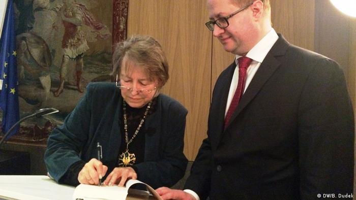 Danuta Gwizdalanka, Jan Sobczak w czasie sygnowania książki o Szymanowskim