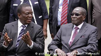 Emmerson Mnangagwa und Robert Mugabe in Simbabwe