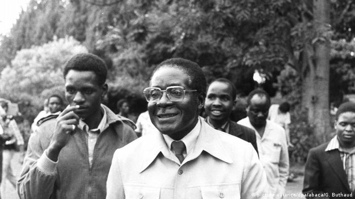 Präsident Robert Mugabe in Simbabwe (picture alliance/dpa/abaca/G. Buthaud)