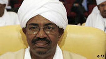 Der Sudanesische Präsident und mutmaßliche Völkermörder Omar al-Baschir beim Treffen der Arabischen Liga im März 2009 in Doha (Foto: AP)