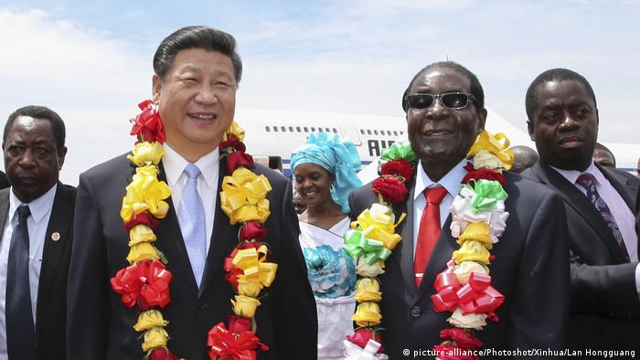 Xi Jinping in Harare, 2015 (picture-alliance/Photoshot/Xinhua/Lan Hongguang)
