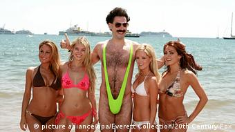Filmszene aus Borat (Sacha Baron Cohen) (picture alliance/dpa/Everett Collection/20th Century Fox)