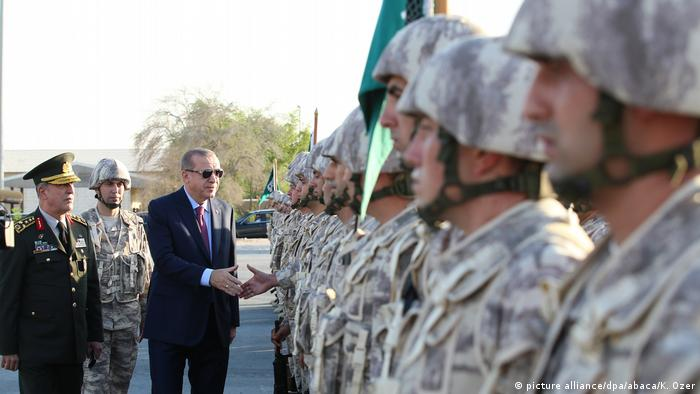 Erdogan visiting Qatar (picture alliance/dpa/abaca/K. Ozer)