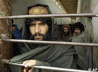 عکس: آرشیو - گفته می شود که انتقال مقامات بلندپایه طالبان از زندان گوانتانامو به قطر یکی از پیش شرط های مذاکرات با طالبان می باشد.